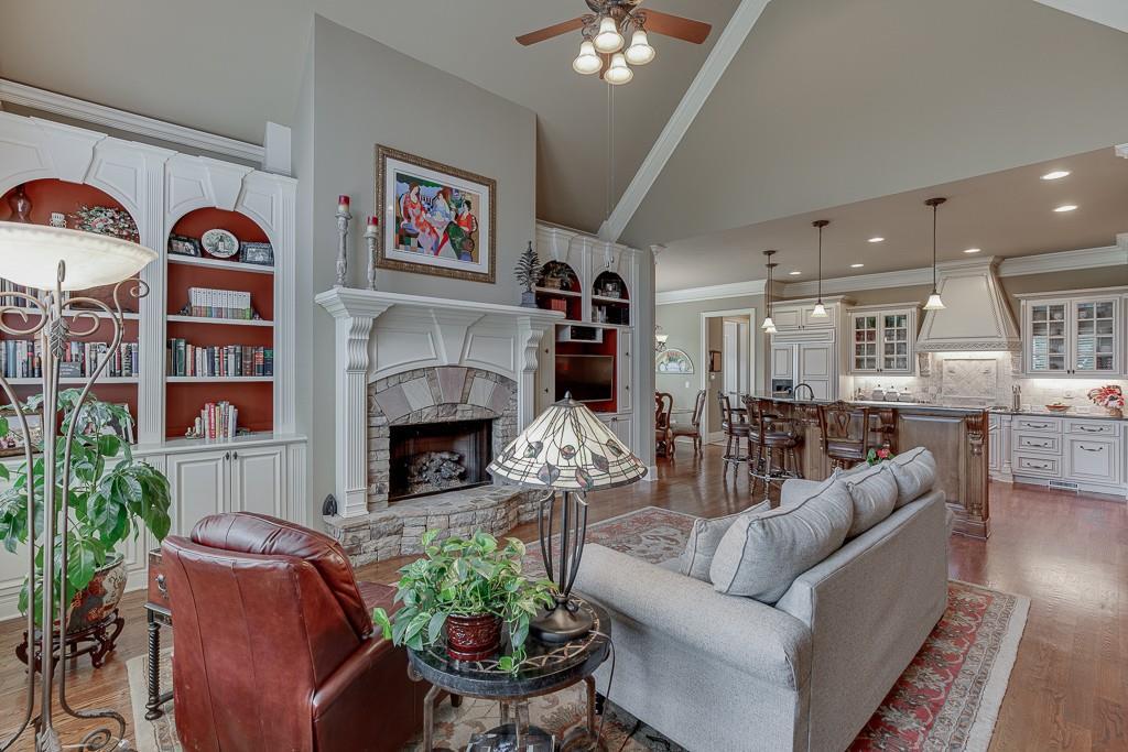 [Sold] 2560 Shumard Oak Drive ($804,900) kitchen