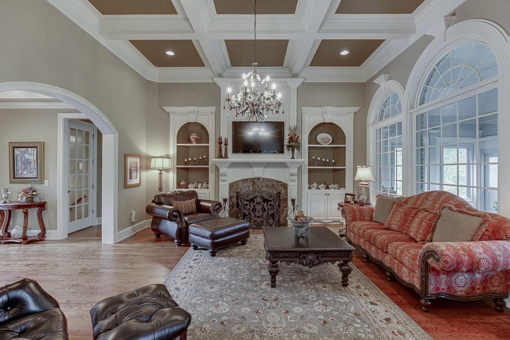 [Sold] 2560 Shumard Oak Drive ($804,900) spacious living room